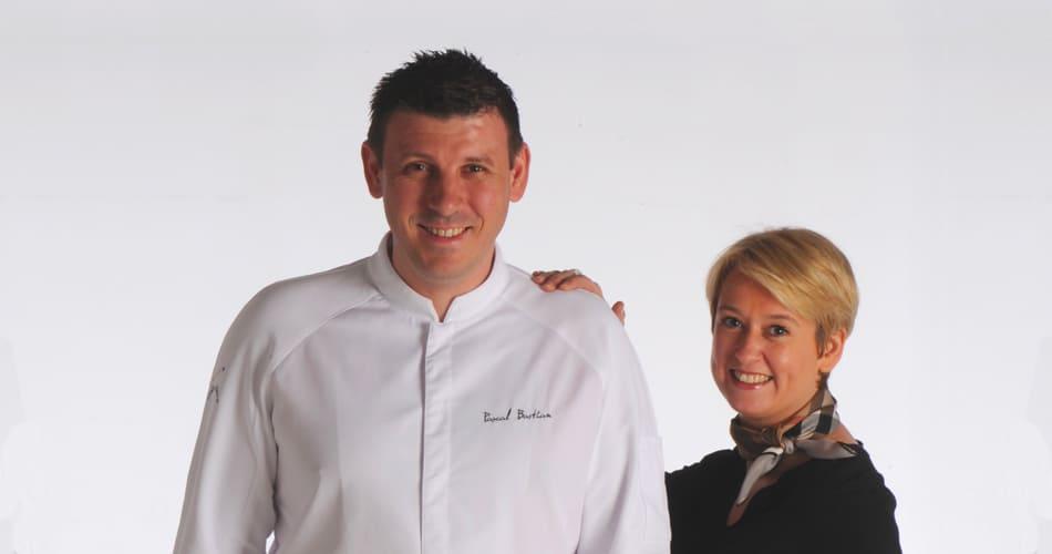 Carole et Pascal Bastian - Le cheval Blanc | Console Shop & Go la solution éditée par Api & You, agence de conseil et communication